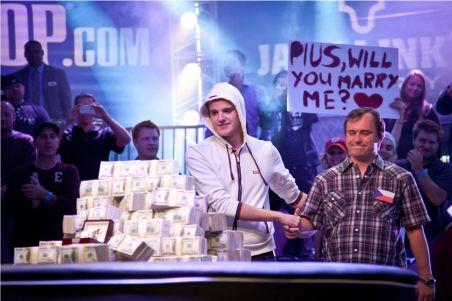 JUCĂTORUL DE POKER PIUS HEINZ, A DEVENIT CAMPION MONDIAL LA WSOP 2011 ŞI ŞI-A ADJUDECAT PREMIUL CEL MARE ÎN VALOARE DE 8,7 MILIOANE DE DOLARI