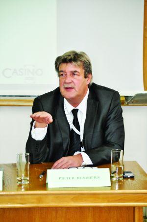 """""""Poţi pierde oricât, important este să-ţi poţi permite investiţia""""- Pieter Remmers"""