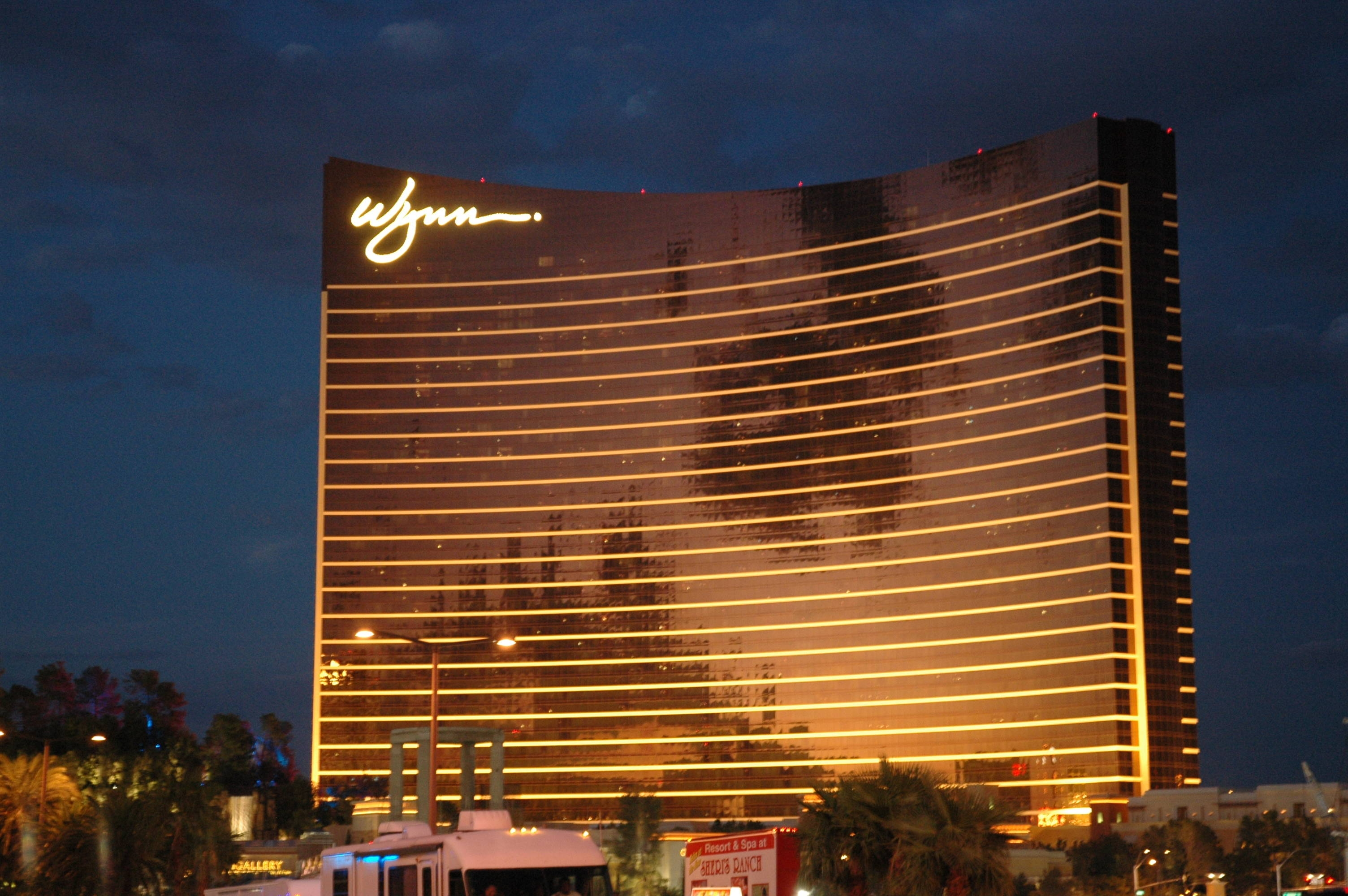 Wynn, Encore to start charging for valet parking