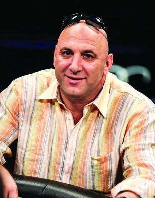 """RAN AZOR:   """"În poker este bine să domini jocul indiferent dacă îţi permit cărţile sau nu"""""""