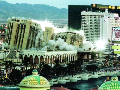 SECRETELE CAZINOURILOR (XX)  Demolările controlate din Vegas:  Un fenomen de tip Phoenix, executat cu precizie nemțească